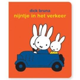Nijntje in het verkeer. Stickerboek